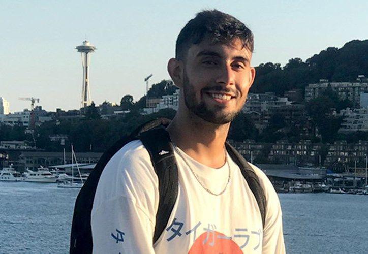 Ahmed Altaii, de 19 años de edad; murió al caer desde el séptimo piso de su hotel en el bulevar Kukulcán. (Internet)