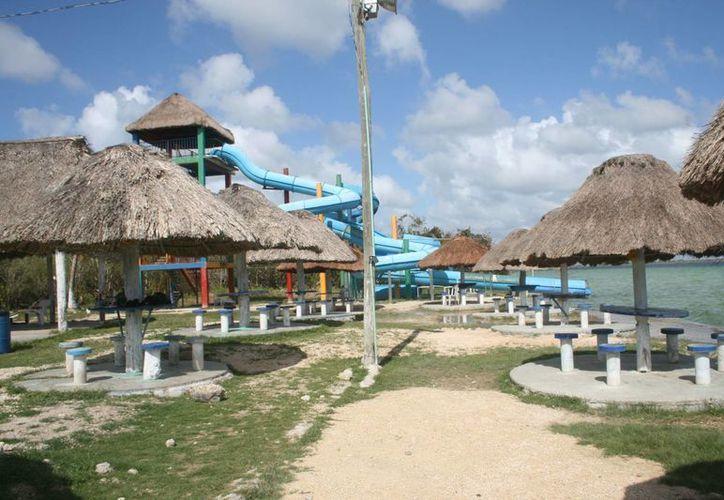 El balneario ejidal del Pueblo Mágico proyecta un panorama desolador, por la falta de asistencia turística, nacional y extranjera. (Javier Ortiz/SIPSE)