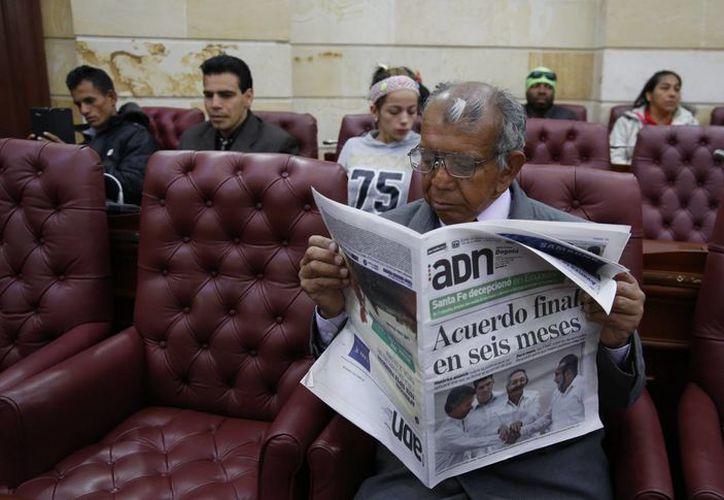 La noticia del acuerdo entre Colombia y las FARC ocupó las primeras planas de los periódicos de circulación mundial. (AP)