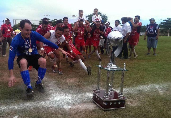 Los Zapateros se coronaron al vencer 3-1 global a los Potros. (SIPSE)