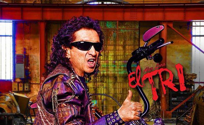 """Alex Lora se encuentra promocionando su álbum número 50 """"Nacimos para rodar y… me vale madres"""". (Foto: SIPSE)"""