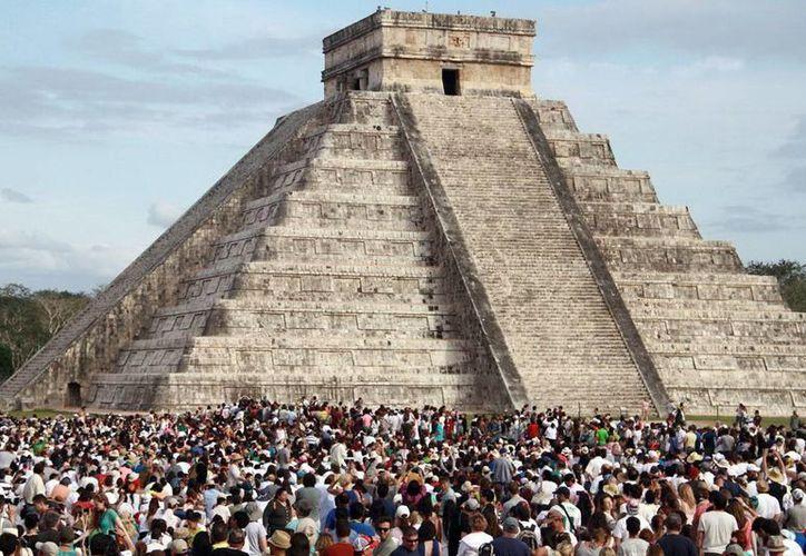 Cerca de 270 mil pesonas visitaron Chichén Itzá durante el primer mes del período vacacional. (Milenio Novedades)