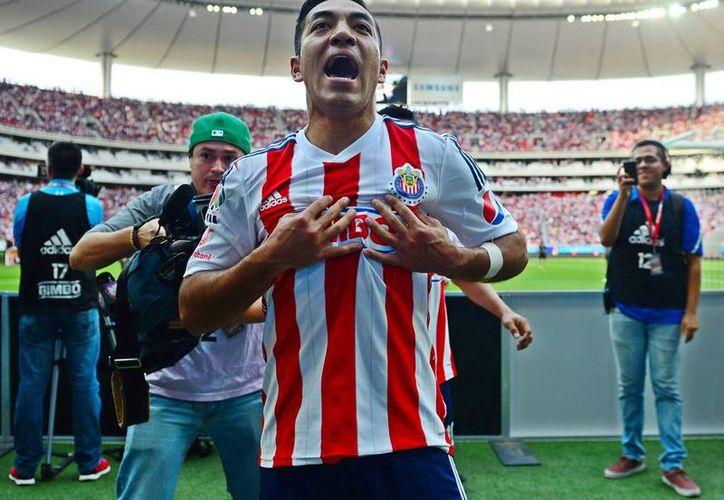 Marco Fabián de la Mora firmó por tres años con el Eintracht Frankfurt de la Bundesliga. El futbolista de Chivas se convertirá en el séptimo mexicano en jugar en la liga alemana. (Notimex)