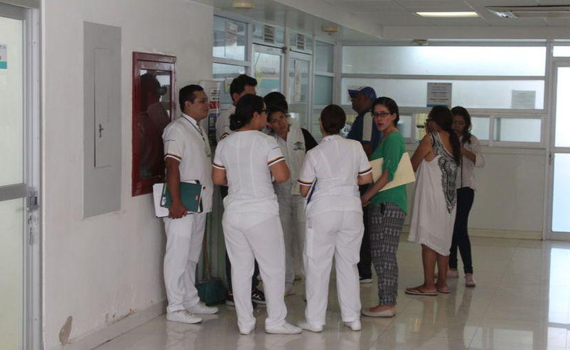 Trabajadores del sector salud se quedaron sin empleo al desaparecer el Seguro Popular. (Daniel Tejada/SIPSE)