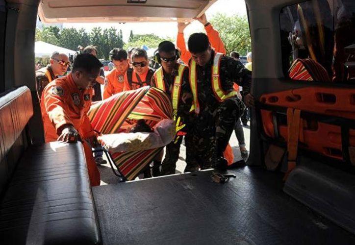 Los rescatadores tardaron dos horas en encontrar el cuerpo. (AFP)