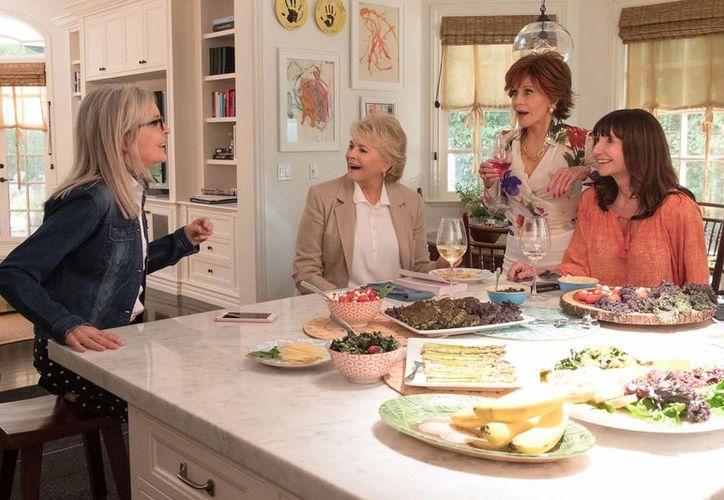 Las cuatro actrices interpretan papeles que se les conocen, bien que mal, la sexy, la intelectual atolondrada, la dulce ama de casa y la ejecutiva. (Contexto)