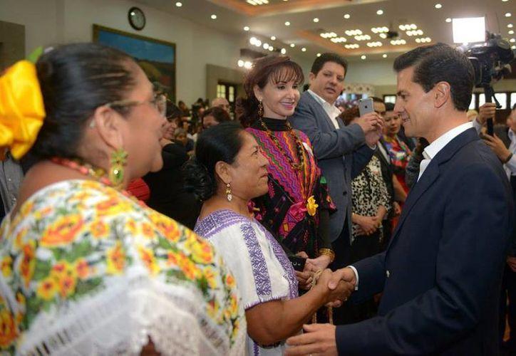 Peña Nieto asegura que llevar a los artesanos a la formalidad 'no se trata de cobrarles más impuestos'. (Presidencia)
