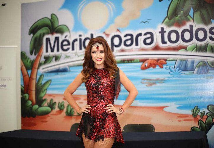 La imagen de la actriz Ariadne Díaz durante la conferencia de prensa en Mérida. (Milenio Novedades)