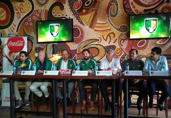 En las instalaciones del restaurante 'Lapa Lapa' se dio la bienvenida a los nuevos socios del equipo Venados FC. (Marco Moreno/SIPSE)