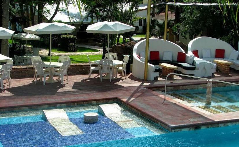 En esta alberca podrás relajarte a las orillas del río. (Foto: Hotel Cosalá Grand).