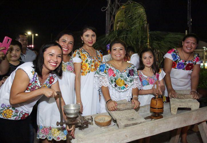 Romi Dzul, presidenta municipal, invitó a los ciudadanos a seguir manteniendo nuestras tradiciones . (Foto: Redacción/SIPSE)