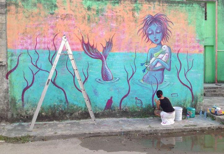 Desde hace varios meses, artistas diseñaban las obras en las paredes, con el objetivo de que miles de turistas y población local reciban el mensaje de cuidado al ecosistema lagunar. (Javier Ortiz/SIPSE)