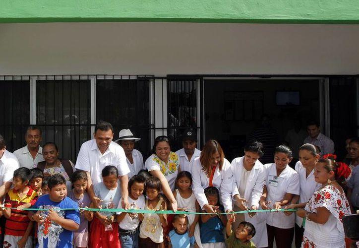 El Gobernador durante la inauguración del Centro de Salud en Tabi. (Milenio Novedades)
