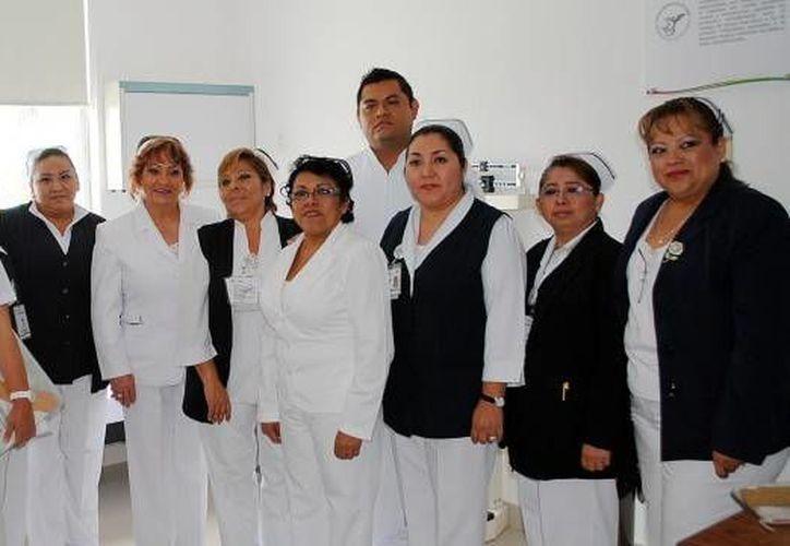 La labor de las enfermeras representa uno de los pilares fundamentales de los servicios que se otorgan cada día en hospitales. (Contexto/Internet)