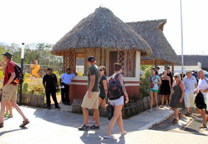 Los paradores turísticos permiten a los turistas descansar mientras disfrutan de las bellezas naturales yucatecas. (Milenio Novedades)