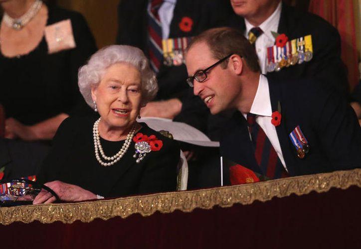 """El protocolo real dice que la reina Isabel II sólo puede ser tratada de """"Su Majestad"""". (Getty Images)"""