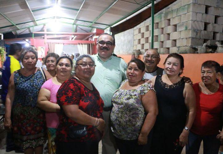 El precandidato a senador Jorge Carlos Ramírez Marín convivió con la militancia del sur de Mérida. (SIPSE)
