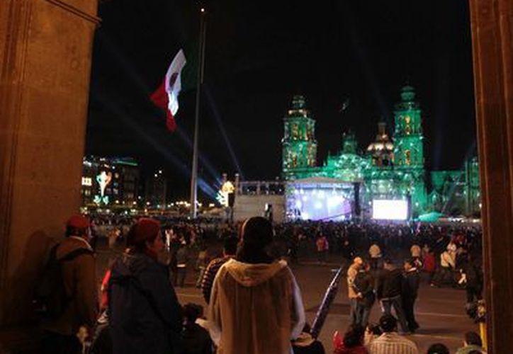 Miles de mexicanos presenciaron el estreno de Peña Nieto en el Balcón Presidencial. (Notimex)