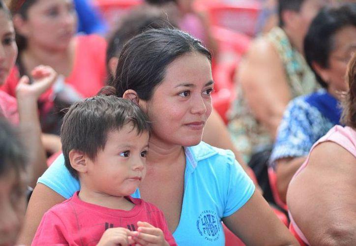 Ser mamá joven no siempre es una ventaja; en México, 69 de cada mil mujeres que se llegan a concebir lo hacen antes de la mayoría de edad. (Foto de contexto/Luis Pérez-SIPSE)