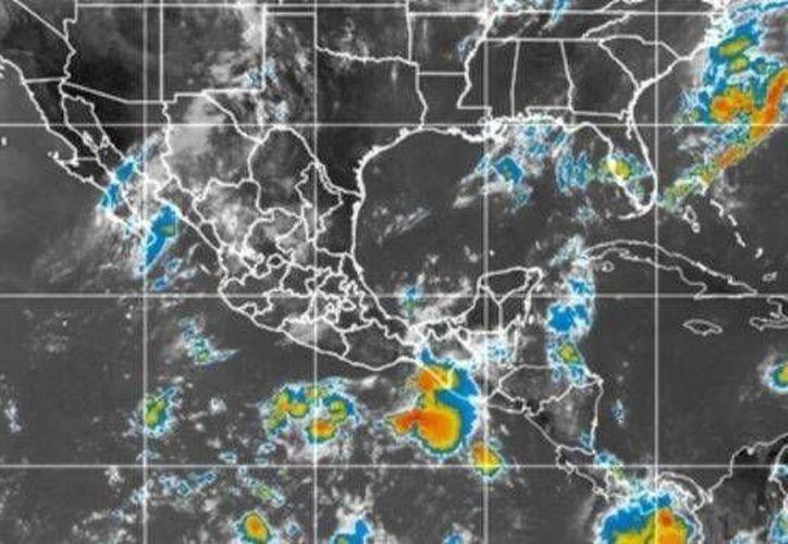 La baja presión se ubica al sur-suroeste de Puerto Ángel, Oaxaca y al sur-sureste de Acapulco, Guerrero. (noticieros.televisa.com)