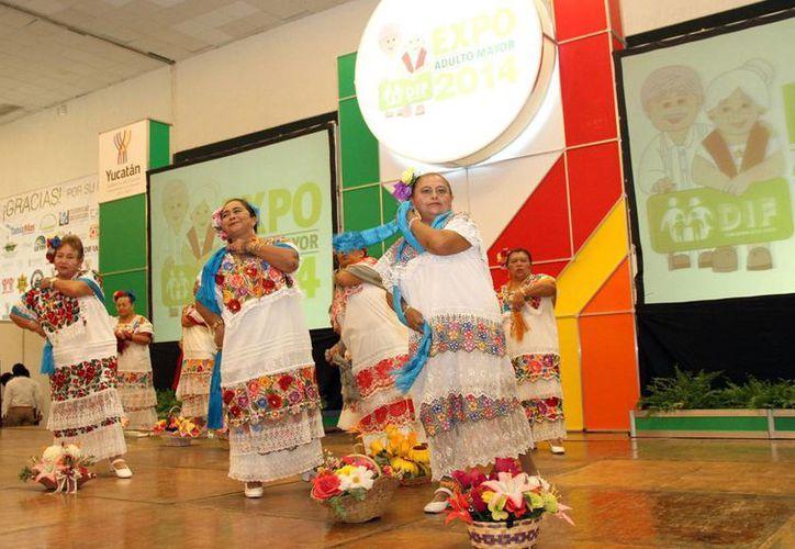 El baile es una actividad que más disfrutan los adultos mayores en Yucatán. (SIPSE)