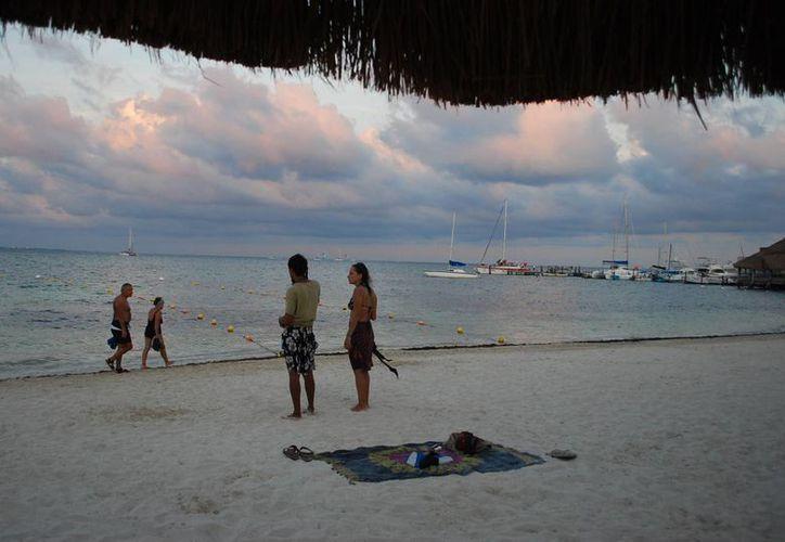 Prevén que el arribo de turistas crecerá sólo un 5% durante este año. (Archivo/SIPSE)
