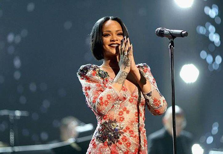 La cantante Rihanna criticó la orden de Donald Trump que prohíbe la entrada de los ciudadanos de algunos países musulmanes.(Foto tomada de Billboard)