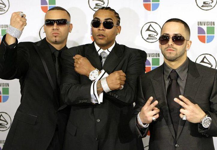 Don Omar (centro) acompañado del dueto  Wisin & Yandel. (Agencias)