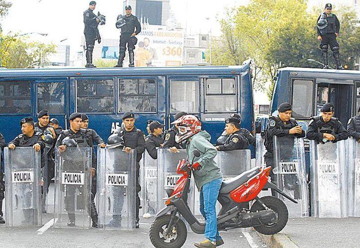 El resguardo al recinto legislativo en Paseo de la Reforma. (Milenio)