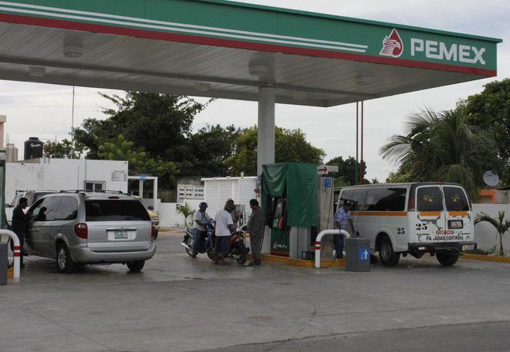 Los incrementos al gas LP, Magna Sin, Premium y Disel, afecta la competitividad económica en Q.Roo. (Harold Alcocer/SIPSE)