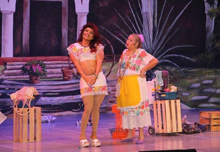 """Oscar Martínez Domínguez """"Tila María Sesto"""" y Hernán Novelo """"Nani Namú"""", son algunos de los comediantes invitados. (Redacción/SIPSE)"""