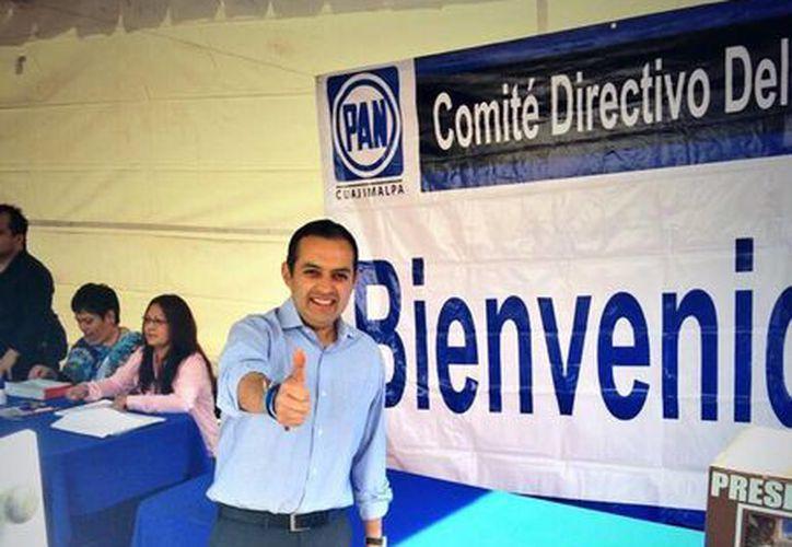 """""""Muy contento de haber votado hace unos mins. e invito a todos los panistas del país a que salgan a votar en libertad"""", afirmó Ernesto Cortero en su twitter. (@ErnestoCordero )"""