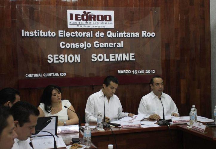 Los 13 mil funcionarios de las meses directivas, aseguran una elección transparente, imparcial y apegada a derecho. (Jorge Carrillo/SIPSE)