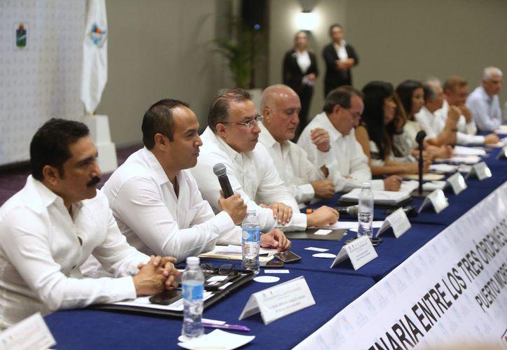 El presidente municipal de la isla asistió a la Reunión Plenaria entre los tres niveles de gobierno. (Cortesía)