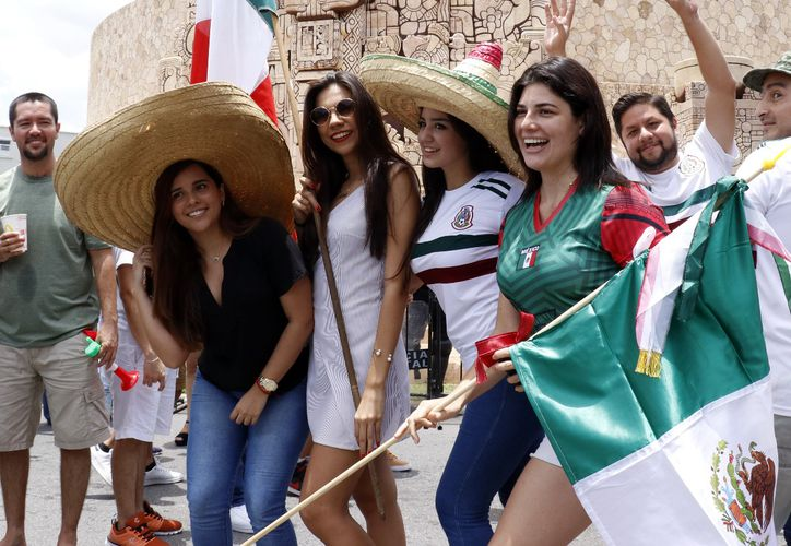 La fiebre por el futbol ha contagiado a los yucatecos. (José Acosta/Milenio Novedades)