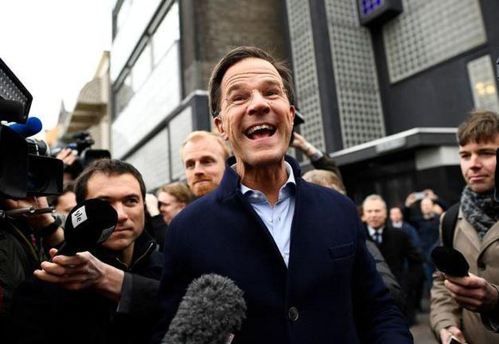 WikiLeaks publicó miles de documentos un día antes de las elecciones legislativas en Holanda. (El economista).