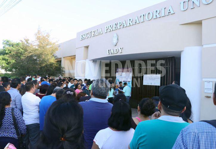 Más de dos mil 900 jóvenes consiguieron cupo en las preparatorias de la Universidad Autónoma de Yucatán (Uady). (Jorge Acosta/Novedades Yucatán])