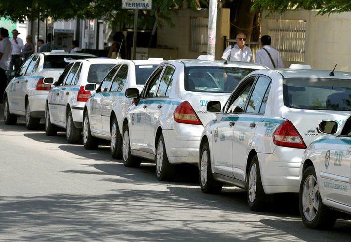 La Sintra afirma que aún no se ha autorizado el aumento a la tarifa de taxis en Solidaridad.  (Adrián Monroy/SIPSE)