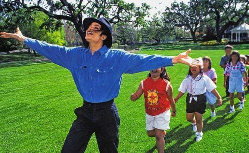 """Este viernes se estrenó el documental """"Leaving Neverland"""", que expone testimonios de dos hombres que aseguran haber sufrido abusos sexuales de Michael Jackson cuando eran niños.  (Internet)"""
