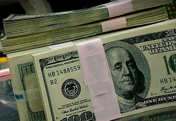 Los diputados establecieron en 16.4 pesos el tipo de cambio dólar-peso. (Archivo/EFE)