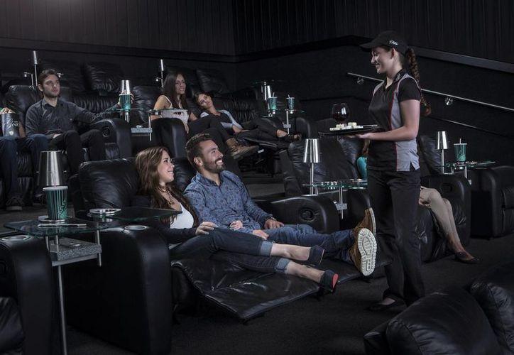 El complejo platino operará como un modelo denominado 'cine de barrio' y abrirá sus puertas con la exhibición de la nueva película de Star Wars. (Sipse)