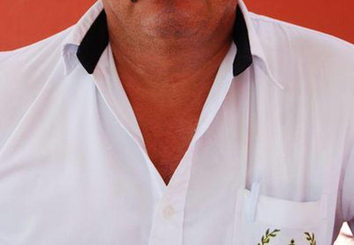Raúl Lara Quijano, presidente de la Asociación de Padres de Familia en el municipio, expresó que las aportaciones van de los 300 a 400 pesos en primaria y secundaria. (Tomás Álvarez/SIPSE)