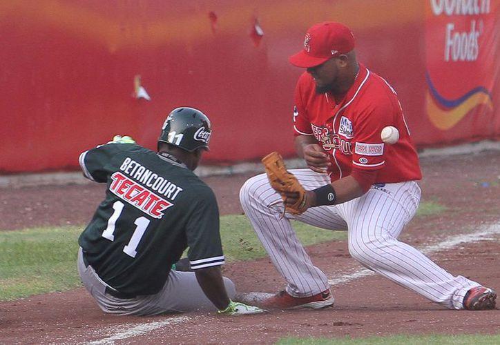 Leones de Yucatán volvió a lucir su pitcheo, del brazo de Joanner Negrín, y su bateo: le ganó 4-0 a Rojos del Águila de Veracruz. (Milenio Novedades)