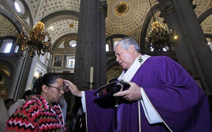 Pese a que ha tenido notable disminución en la últimas décadas, el catolicismo sigue predominando en México. (SIPSE)