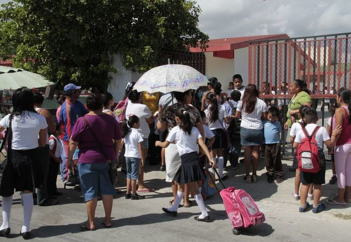 Los ajustes al calendario escolar beneficiaría a los padres de familia. (Tomás Álvarez/SIPSE)