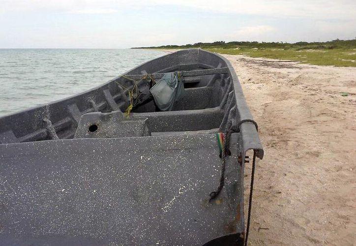 Imagen de la lancha en la que quedaron a la deriva los tres pescadores costarricenses, por 31 días. (Milenio Novedades)