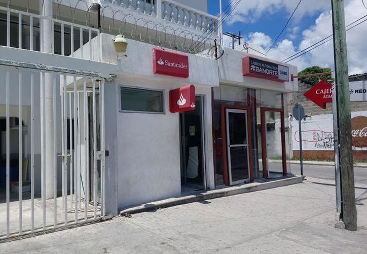 Un cajero automático de la empresa Santander fue desprendido de una sucursal  en la Región 90. (Foto: Redacción/SIPSE)