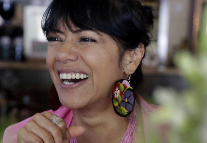 Downs, hija de india mexicana y padre estadunidense, recordó que su madre evitó enseñarle su lengua indígena, el mixteco, para evitar que la discriminaran. (Agencias)
