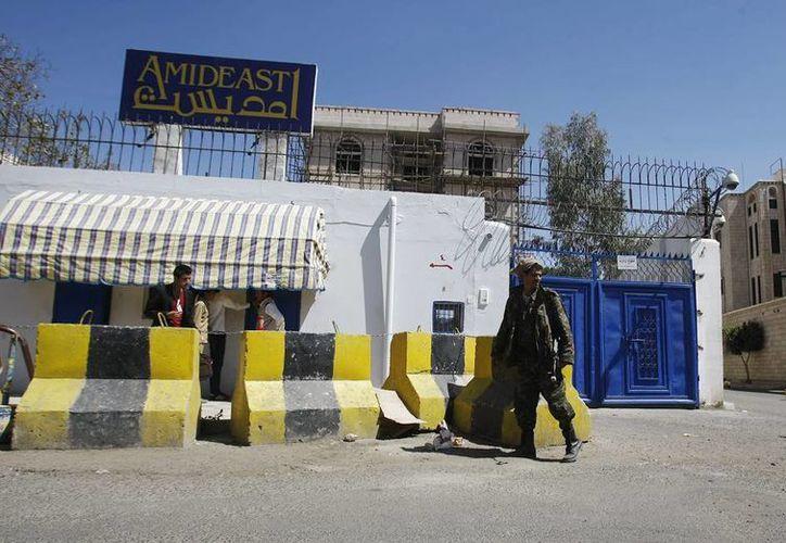 Un vehículo cargado de explosivos, estalló cerca de la prisión y abrió un boquete de cinco metros en la pared exterior, luego lanzaron granadas contra varios puestos de vigilancia. (Agencias)