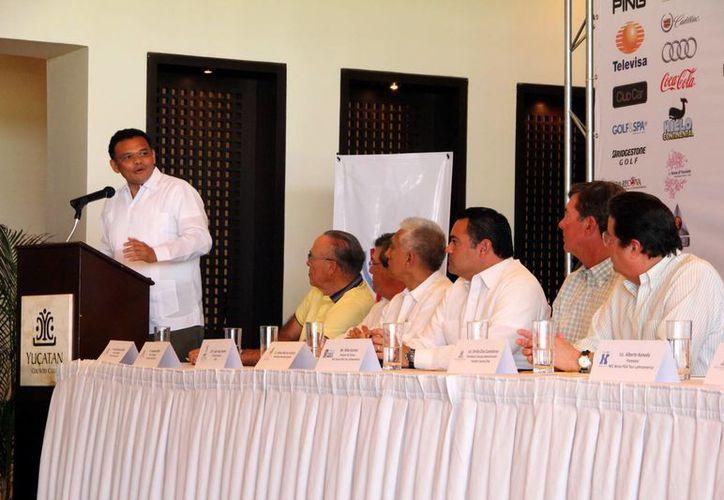 Durante su intervención, el gobernador destacó las ventajas que tiene Yucatán en materia de turismo premium. (José Acosta/SIPSE)